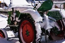 traktor_winter_land__R_by_segovax_pixelio.de